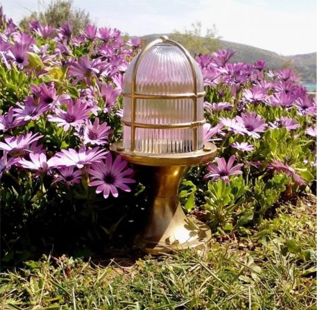 Garden lights. brass-light-fixtures.com