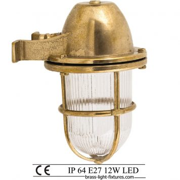 Wall lights in brass. Small nautical and marine style lighting,